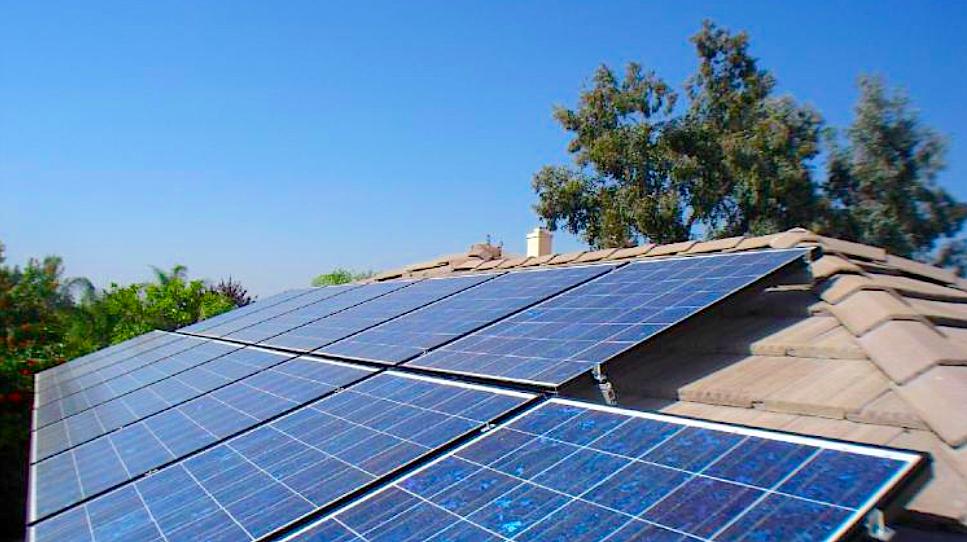 Rooftop solar PV panels (creativegreenius.wordpress.com)